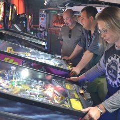 East Valley women challenge men for pinball wizardry   East Valley Tribune
