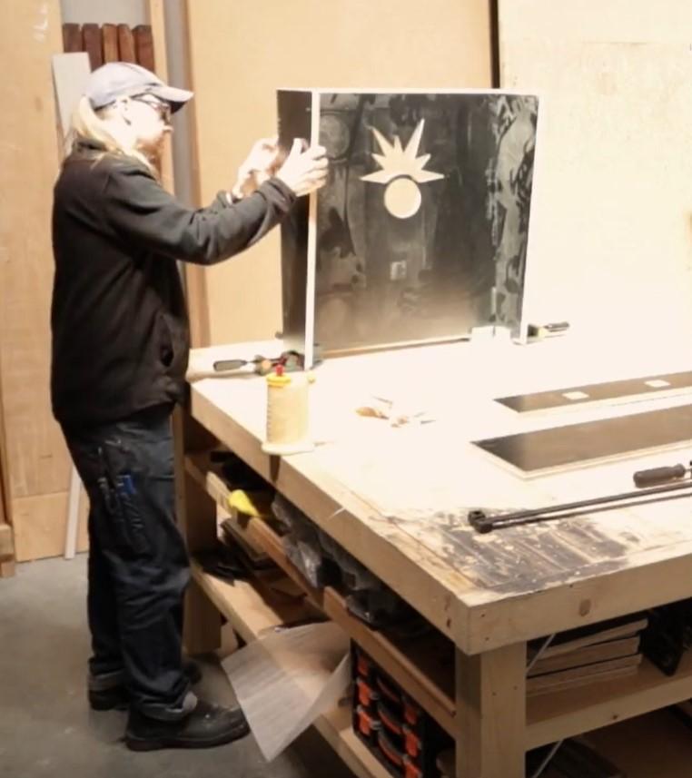 Haggis Pinball: Glue that Box!